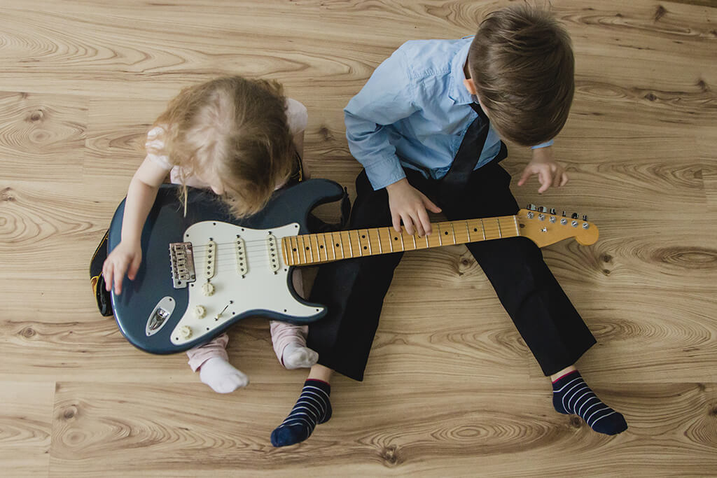 Why Music Class for Kids is Better Than Kids Music Lessons